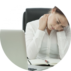 Photo d'une femme fatiguée sur écran